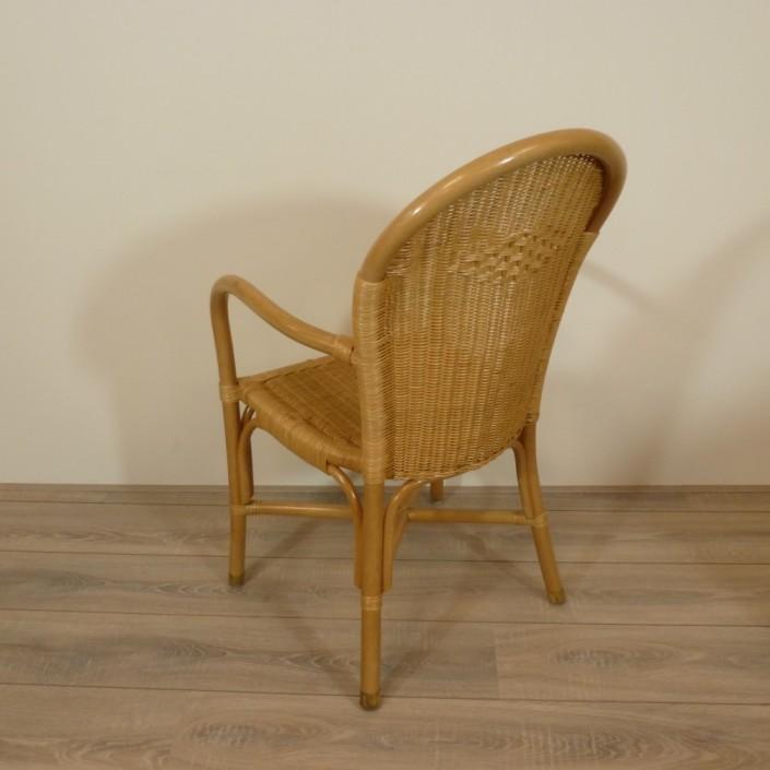 Eethoek stoelen beautiful eethoek met stoelen van eethoek for Witte leren stoelen