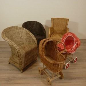 Kinderstoeltjes en Poppenwagens